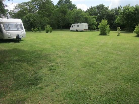 Camping Grande Vigne : SMALL SECLUDED CAMPING AREA IN ORHARD