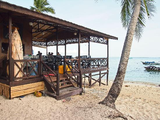 Derawan Dive Lodge: seafront restaurant
