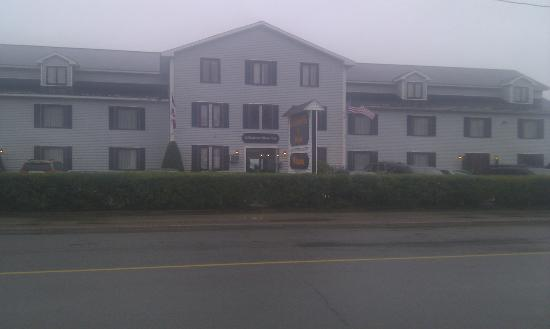 St. Andrews Motor Inn: front of motel