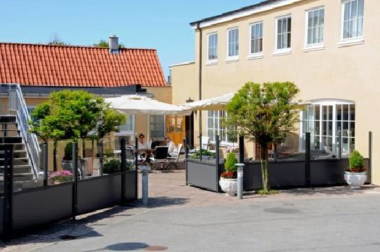 Hotel Skibssmedien Skagen: Patio and reception