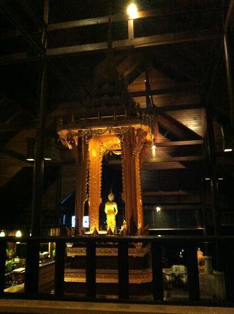 Nora Beach Resort and Spa: main lobby-pretty statue