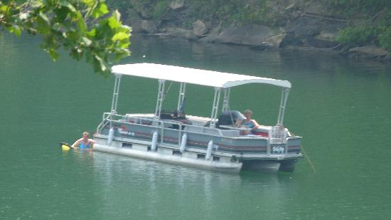 Buckhorn Lake State Resort: Some friends enjoying riding boat in the lake