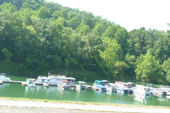 Buckhorn Lake State Resort: The boats ready to go fishing!