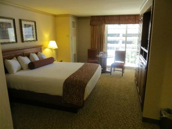 How To Clean A Hotel Room In  Minutes