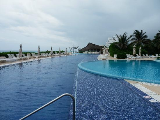 Pools picture of live aqua beach resort cancun cancun tripadvisor for How many rooms at live aqua cancun