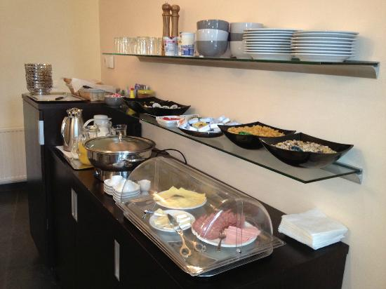 City Rooms Hotel Vienna: Breakfast buffet