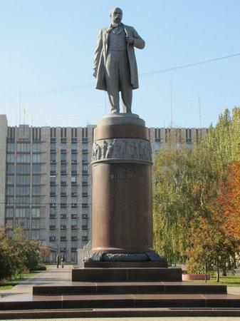 Taras Shevchenko monument: Classical monument for Taras Shevchenko