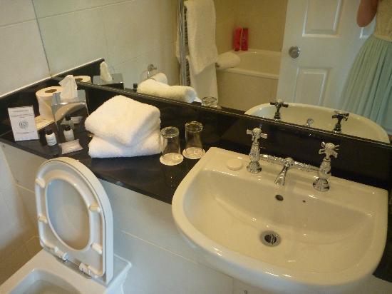 Knockendarroch Hotel & Restaurant : Bathroom
