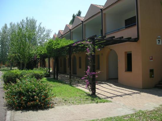 Villaggio Torre del Faro: le camere, disposte su 2 piani