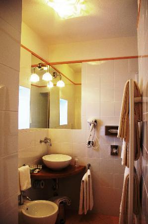 La piccola locanda: Bagno privato in camera
