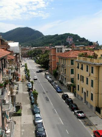 Hotel Genova: View of street from rooftop
