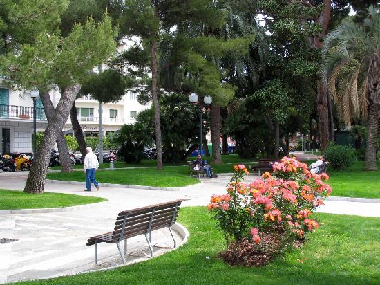 Hotel Genova: Promenade - 1 block from hotel
