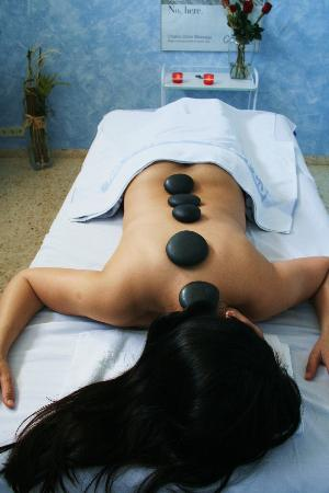 Hipocrates Curhotel: Hot Stones Massage