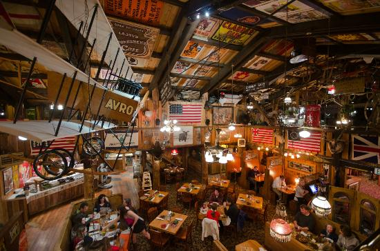 Mangy Moose Restaurant and Saloon: Great for groups and larger parties.