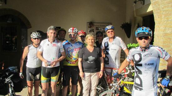 Antica Sosta: Gruppo ciclistico Cremonese con la meravigliosa Sigra Clarissa