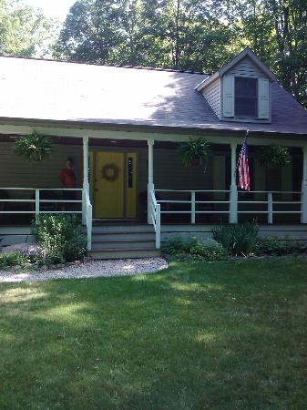 Arbor Inn Bed & Breakfast: Front Porch 
