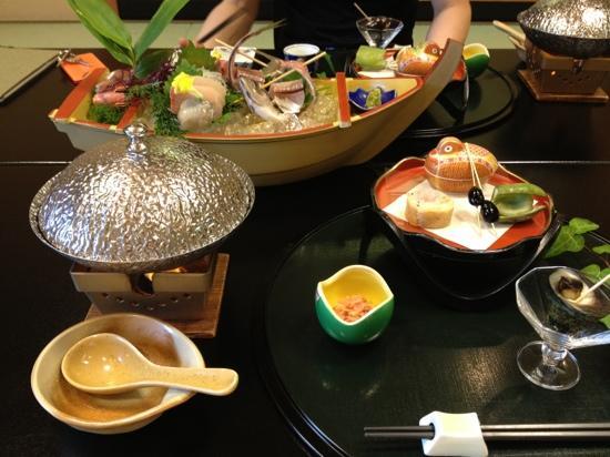 Kotaso : 豪華な昼食の一部です