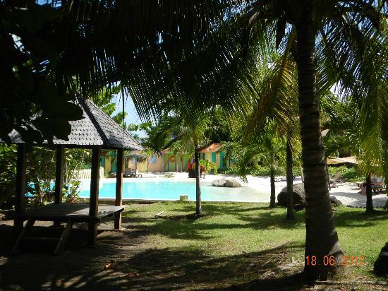 True Blue Bay Boutique Resort : Beach side pool
