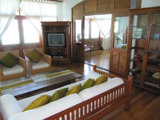 Coco Palm Dhuni Kolhu: sunset villa 100
