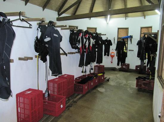 Coco Palm Dhuni Kolhu: dive gear room