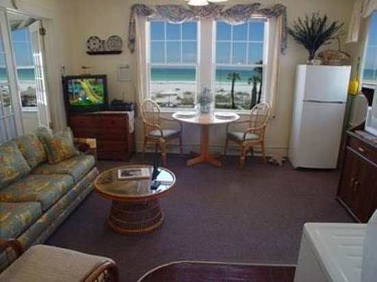 ‪‪Sun N Fun Beachfront Vacation Rentals‬: Gulf Views from the living room‬
