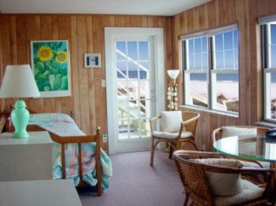 ‪‪Sun N Fun Beachfront Vacation Rentals‬: Sun room Views of the beach‬