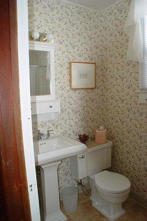 Sun N Fun Beachfront Vacation Rentals: Private bathroom in each Beachfront suite