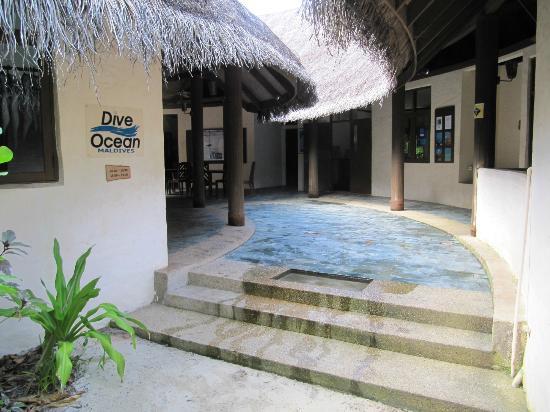 Coco Palm Dhuni Kolhu: dive school