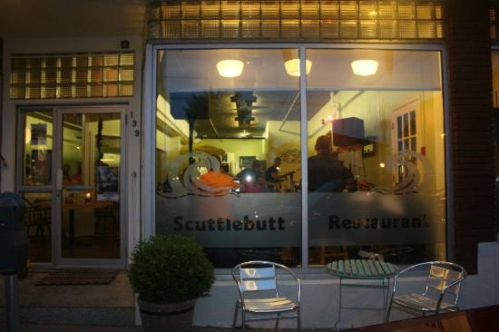 The Scuttlebutt Restaurant: Outside view in the evening