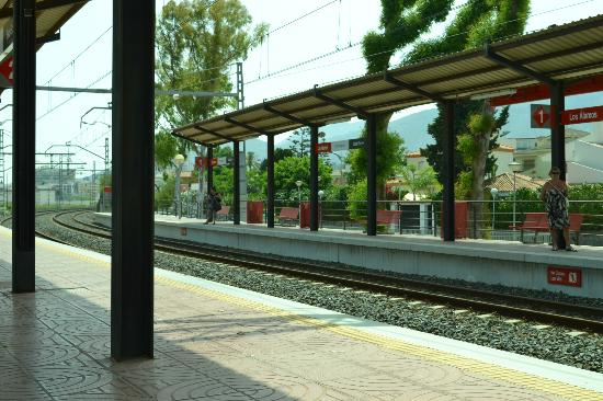 Royal Costa Hotel: Great train service 2 minutes from hotel