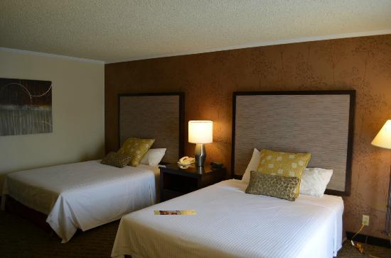 The Valley River Inn: Queen Queen Bedroom