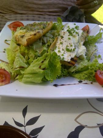 L'Embarcadère : Goat Cheese Salad