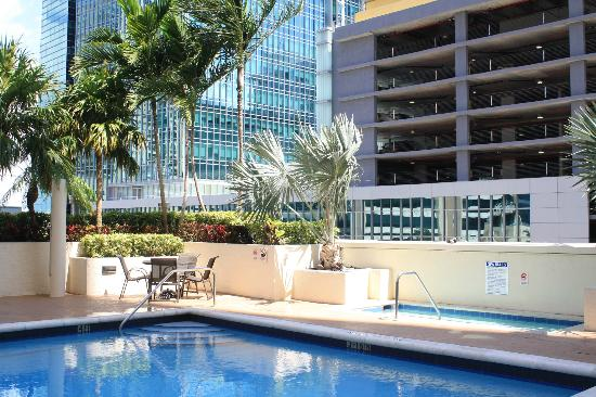 Fortune House Luxury Apartment Suites: Pool view