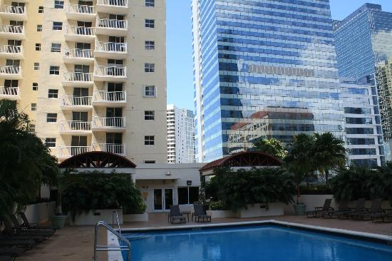 Fortune House Luxury Apartment Suites: View from pool