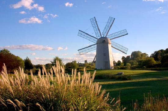 Newport, RI: A pleasent fall day at Paradise Windmill in Middletown