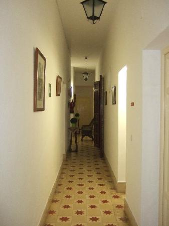 Hostal Tranvia: pasillo planta 1