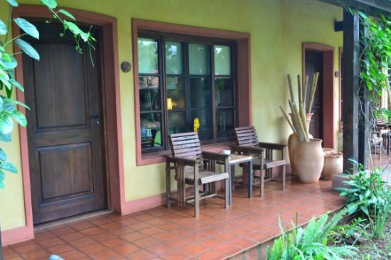 Puerto Bemberg Lodge: Jardin