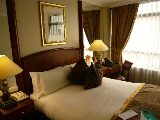 Millennium Hotel London Knightsbridge: comfortable bed