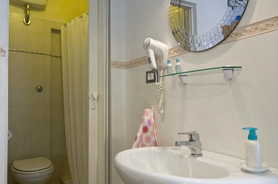 Soggiorno Primavera: Bagno privato- private bathroom