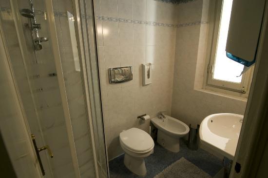 Soggiorno Primavera: Bagno condiviso- shared bathroom