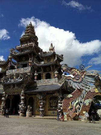 Da Lat, Vietnam: Linh Phuoc pagoda