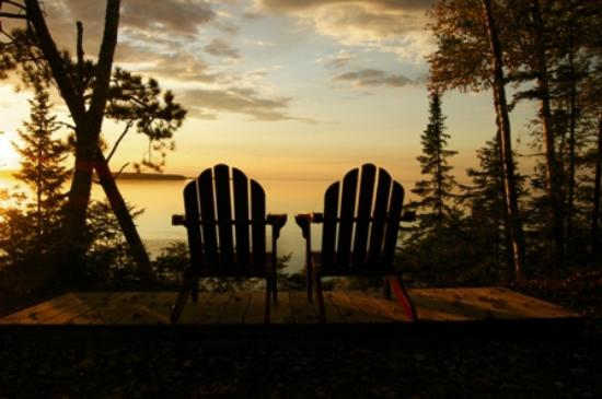 Siskiwit Bay Lodge Bed and Breakfast: Relax along Lake Superior and take in the sunset