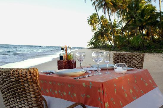 Kiaroa Eco-Luxury Resort: Refeição privativa na praia