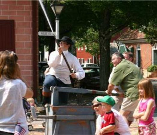 Old Salem Museums & Gardens : Reenacting an 18th century fire drill
