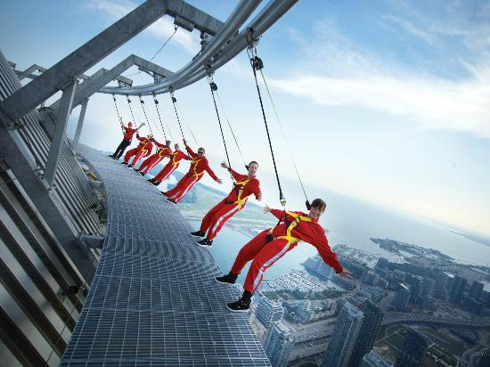 Торонто, Канада: Edge Walk at the CN Tower, Toronto, Ontario, Canada