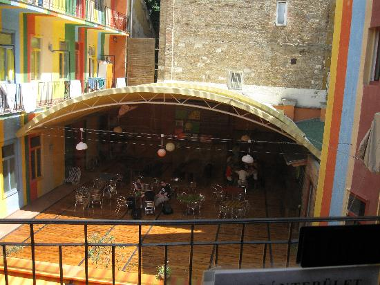 Casa De La Musica Hostel: The dining terrace