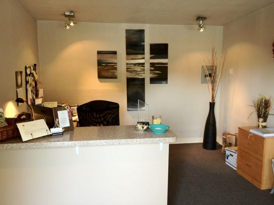 Shoreline Cottages: front desk