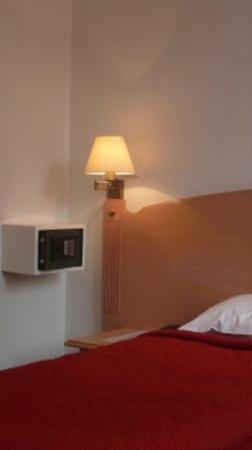 Paris Saint-Cloud Hotel : coffre fort chambre