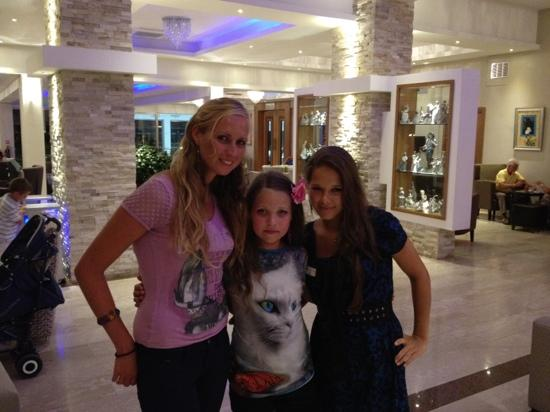 Asterias Beach Hotel: Alisa and Klaudia are supper animators