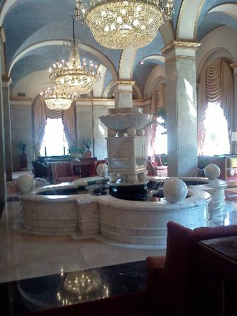 Renaissance Cleveland Hotel: Beautiful Lobby/Meeting area